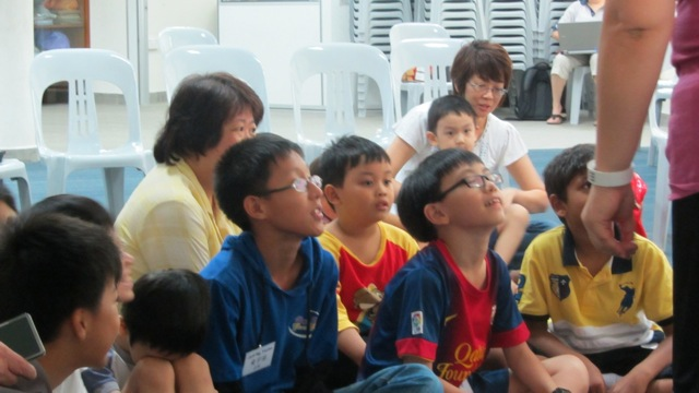 38-ministere-parmis-les-enfants-dun-orphelinat